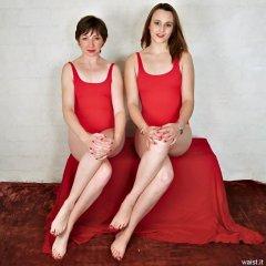 1998-10-02 Debbie and Taryn retro fitness shoot - nice legs