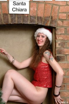Picture from Chiara's 2001-12-19 Christmas shoot