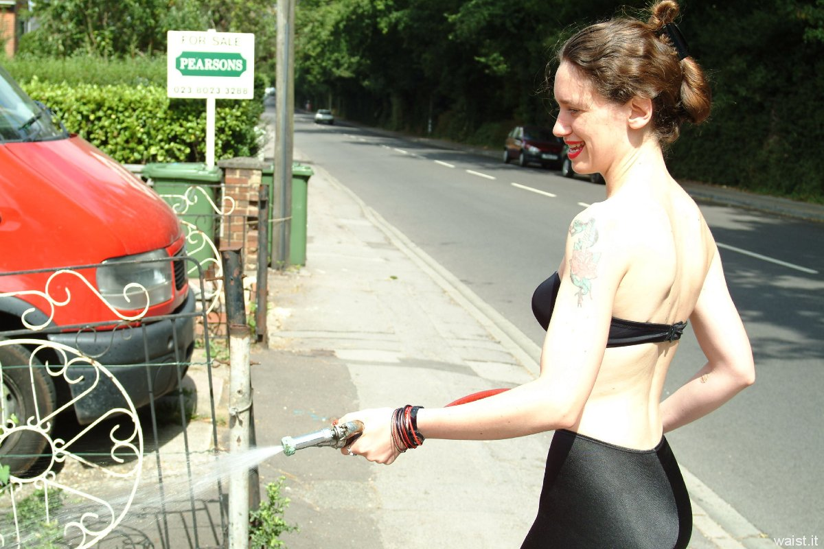 Chiara 'bikini carwashes' a red MX5