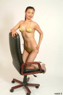 Moonlit Jane shows off fabulous flat tummy in tiny gold bikini