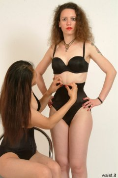 Moonlit Jane tightens Chiara's Maidenform waist-nipper girdle