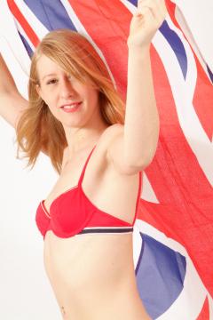 Dee in red bikini - Photo from Dee's retro swimwear and corsetry shoot, choreographed by Chiara 2005-09-30.