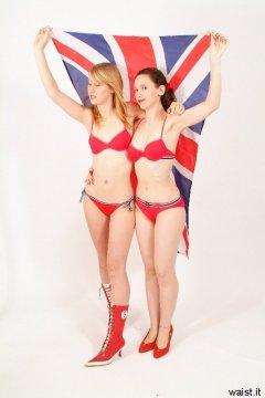 Dee and Chiara in red bikinis - Photo from Dee's retro swimwear and corsetry shoot, choreographed by Chiara 2005-09-30.