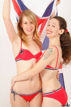 Dee and Chiara - Photo from Dee's retro swimwear and corsetry shoot, choreographed by Chiara 2005-09-30.