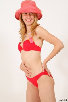 Dee in red bikini shows off flat tummy - Photo from Dee's retro swimwear and corsetry shoot, choreographed by Chiara 2005-09-30.