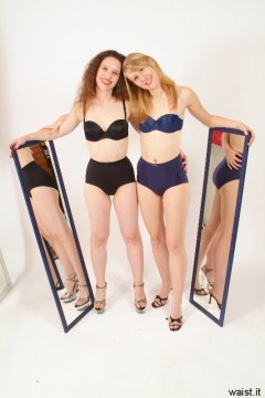 Chiara and Dee in black/blue bras and girdles, with mirrors - Photo from Dee's retro swimwear and corsetry shoot, choreographed by Chiara 2005-09-30.