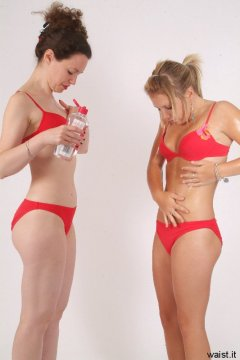 Chiara and  Sara oil-up in order to show body tone