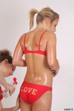 Chiara oils Sara in order to show body tone