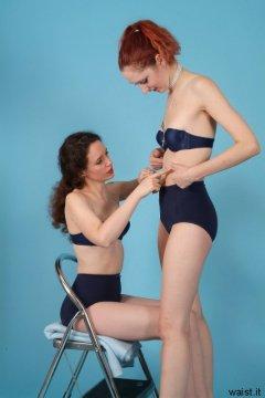 Chiara helps SyntheticCookie flatten her tummy