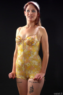 Heidi 2014-09-07 flower power Berlei corselette
