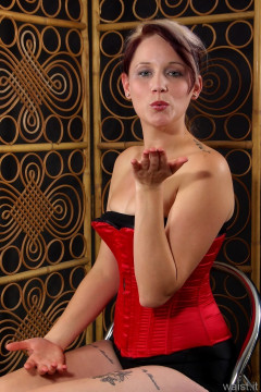 Heidi 2014-09-07 red Vollers corset