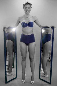 2015-05-04 JaySeaW matching blue bra and girdle, semi-mono