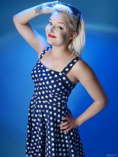 2015-07-26 ZoeCharlotte polkadot dress