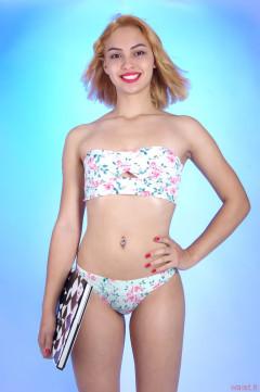 2015-10-17 Ali Soriano bikini