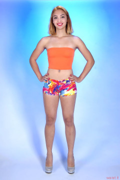 2015-10-17 Ali Soriano beachwear