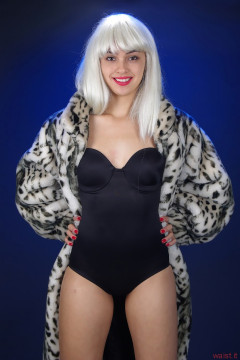 2015-10-17 Ali Soriano Miraclesuit and fur coat