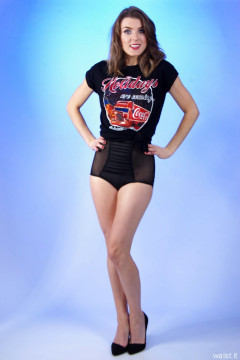 2015-11-06 GinA1 T-shirt and girdle worn as hotpants
