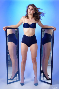 2015-11-06 GinA1 blue CHinese bra and gridle and matching blue mirrors