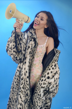2015-11-21 Shannon in corselette and fur coat