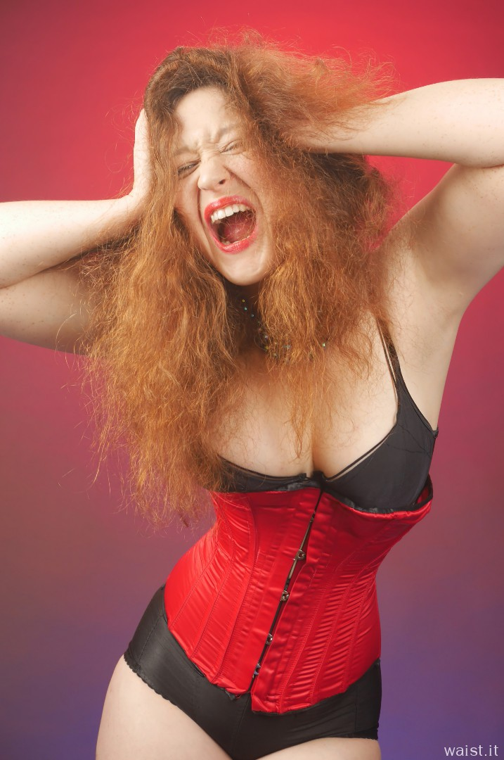2015-12-04 Yana red Vollers corset and black Style 210 girdle worn as hotpants