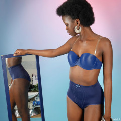 2016-01-15 Lilli blue bra and girdle with mirrors