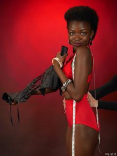 2016-01-15 corsetière gives Lilli a gentle squeeze
