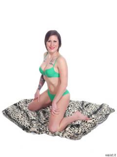 2016-04-02 Lexy copying a pose in green bikini