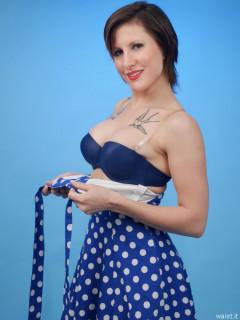2016-04-02 Lexy in blue polkadot dress
