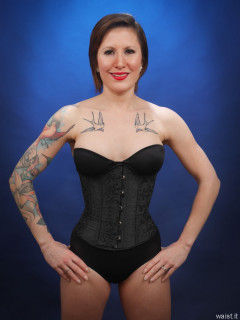 2016-04-02 Lexy in tight black underbust corset