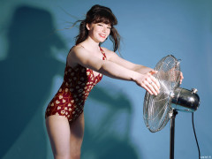 20160522 Ronnie97 in vintage red tummy-control one-piece swimsuit, playing with 40cm fan