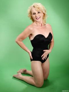 2016-07-03 Nettie in black miraclesuit bodyshaper
