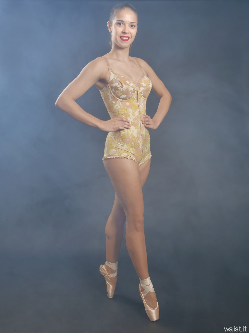 2016-09-09 Danielle Morrison in vintage Berlei pantie corselette and ballet pointe shoes