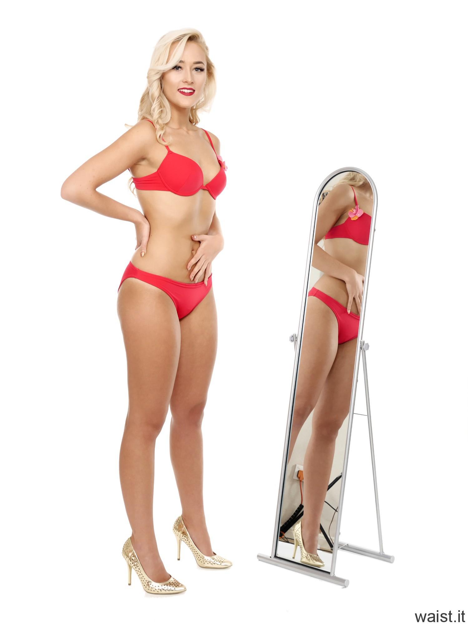 "2016-11-06 Fleur in red ""Love"" bikini"