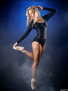 2016-11-06 Fleur in her pointe shoes, wearing black leotard and tightly laced black underbust corset