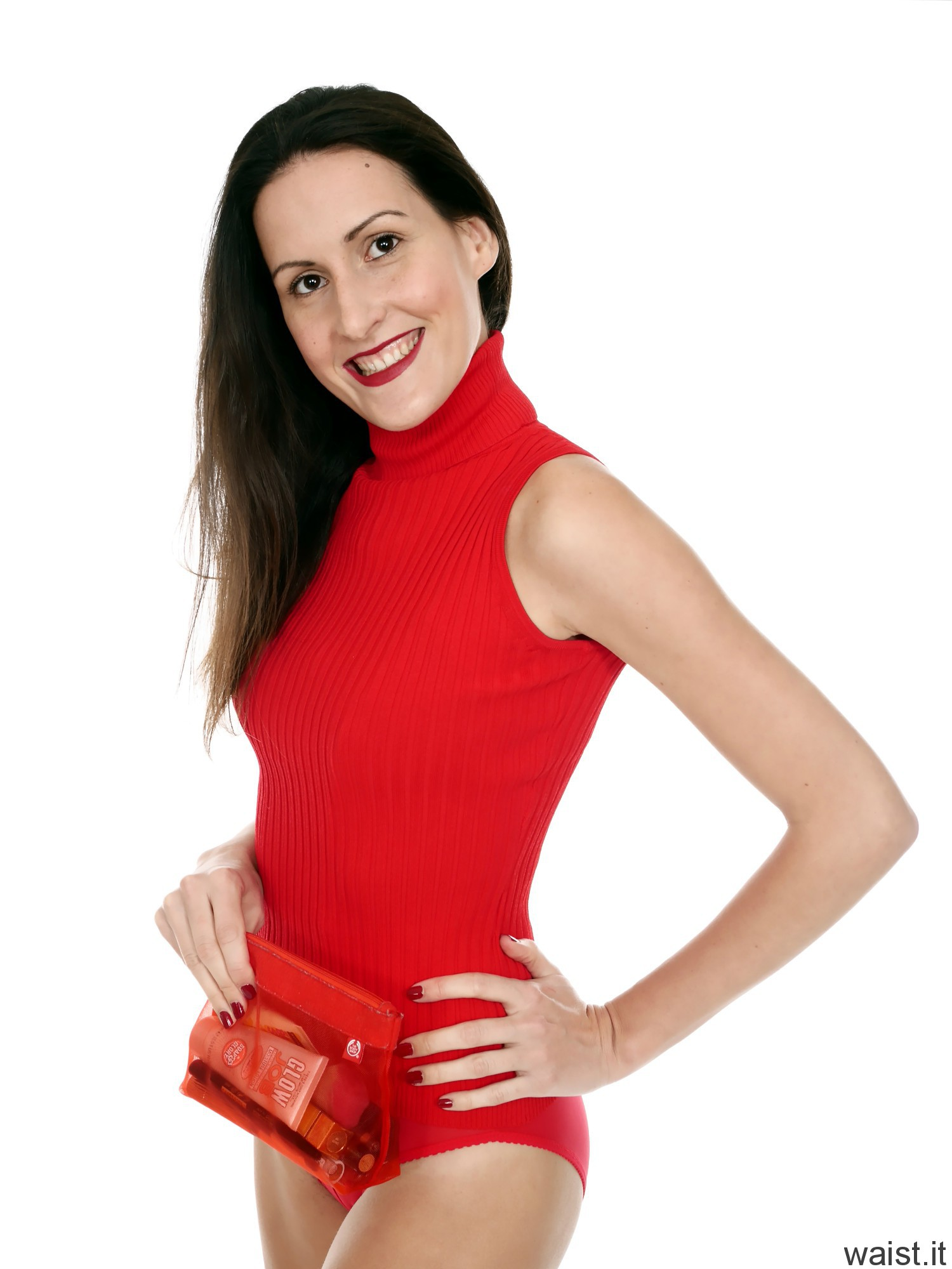 2016-11-20 MissGlamour in long red ribbed top and red pocket girdle worn as hotpants