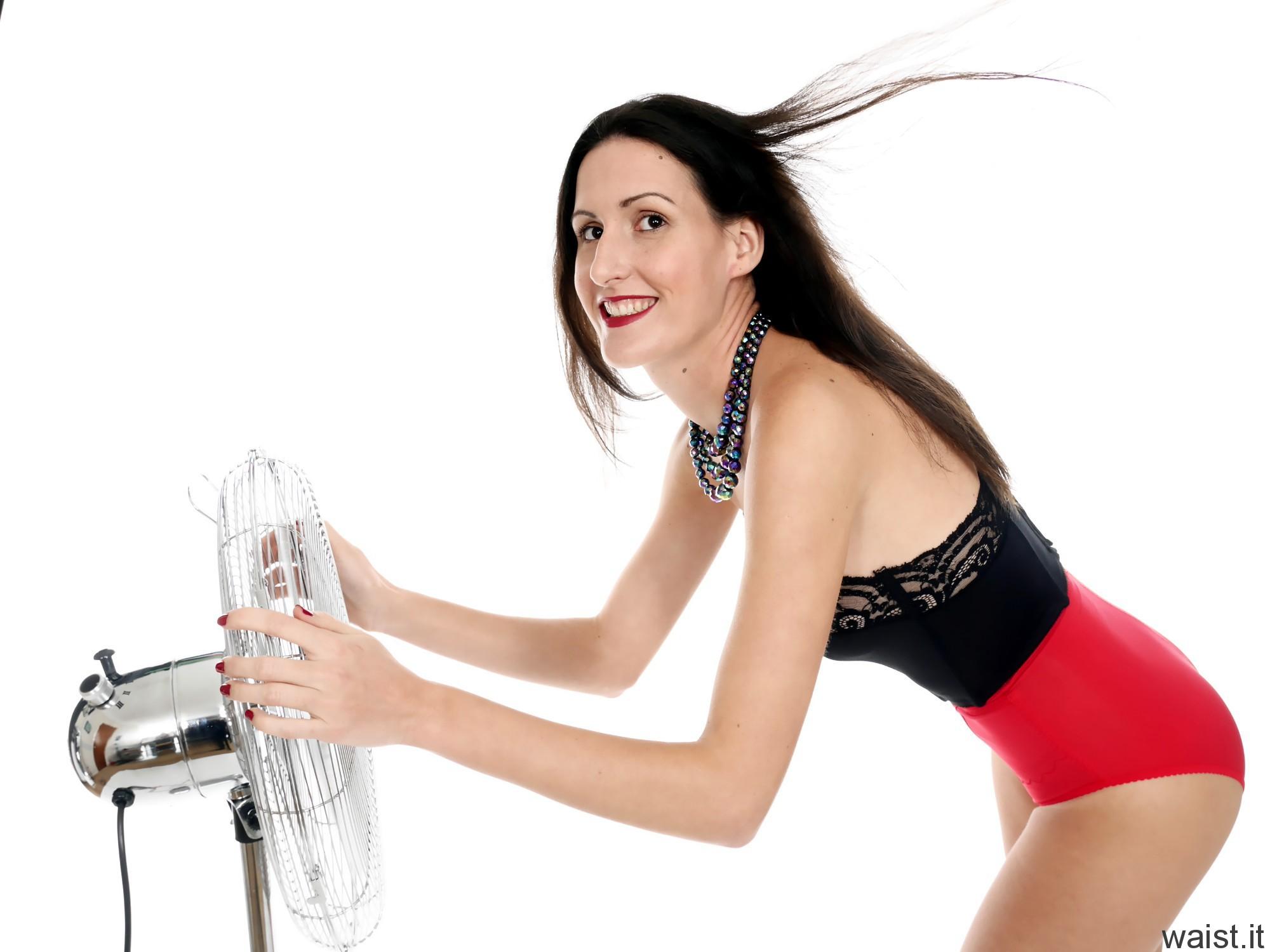 2016-11-20 MissGlamour earing strapless bra and pocket girdles