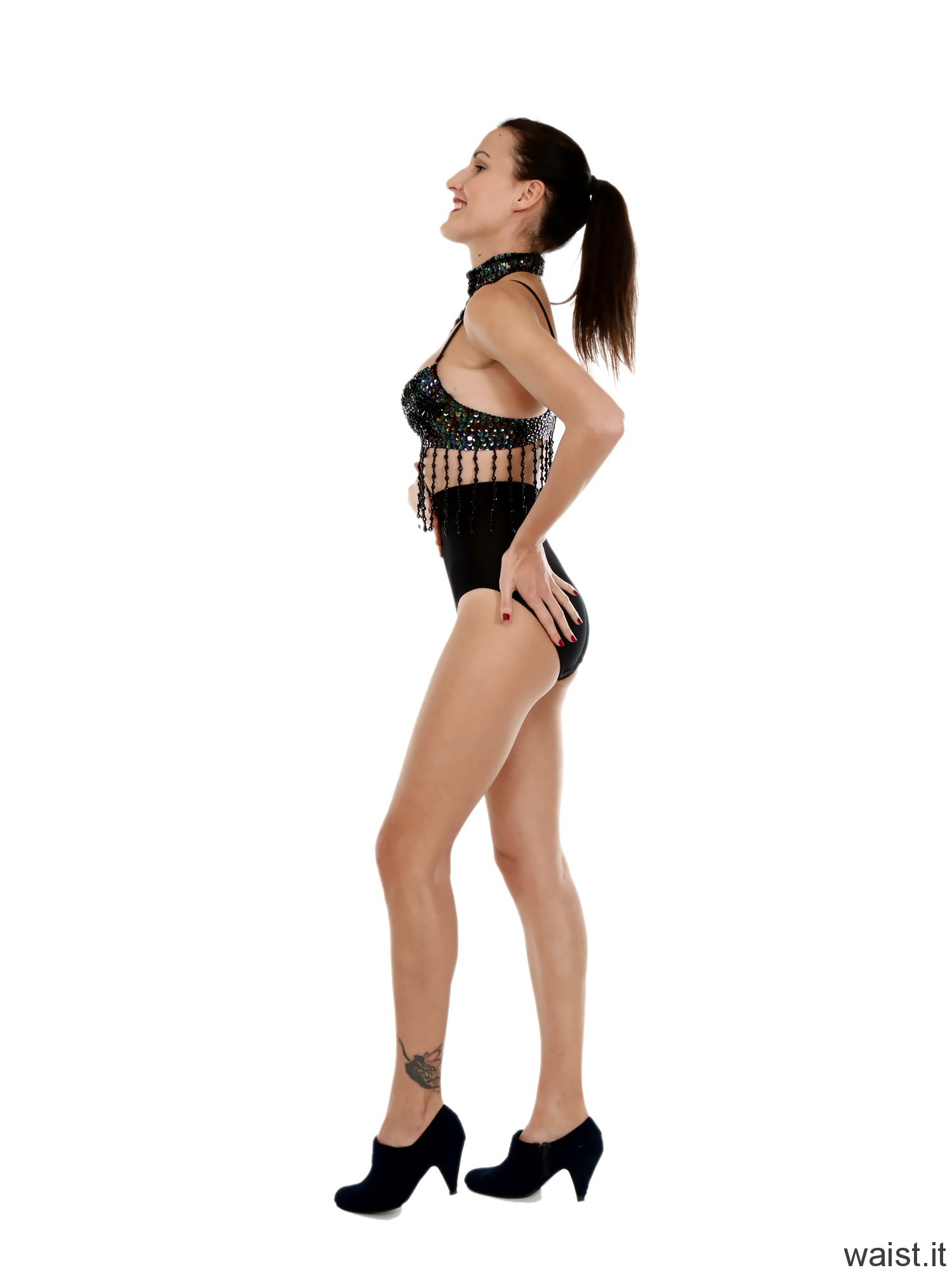 2016-11-20 MissGlamour wearing Chinese dance top and pocket girdle worn as hotpants