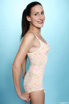 2016-11-20 MissGlamour in 1960's Berlei flowerpower pantie corselette