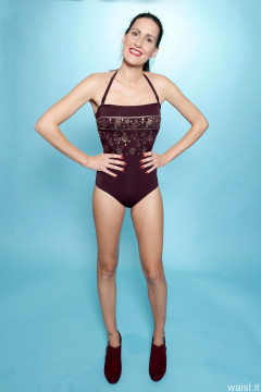 2016-11-20 MissGlamour in maroon and gold one-piece strapless swimsuit