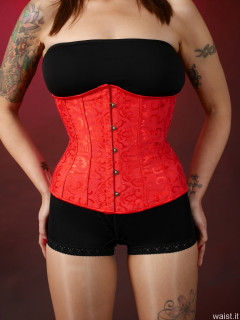 2016-11-26 Zoe34 in tightly-laced red underbust corset and black pantie girdle worn as hotpants