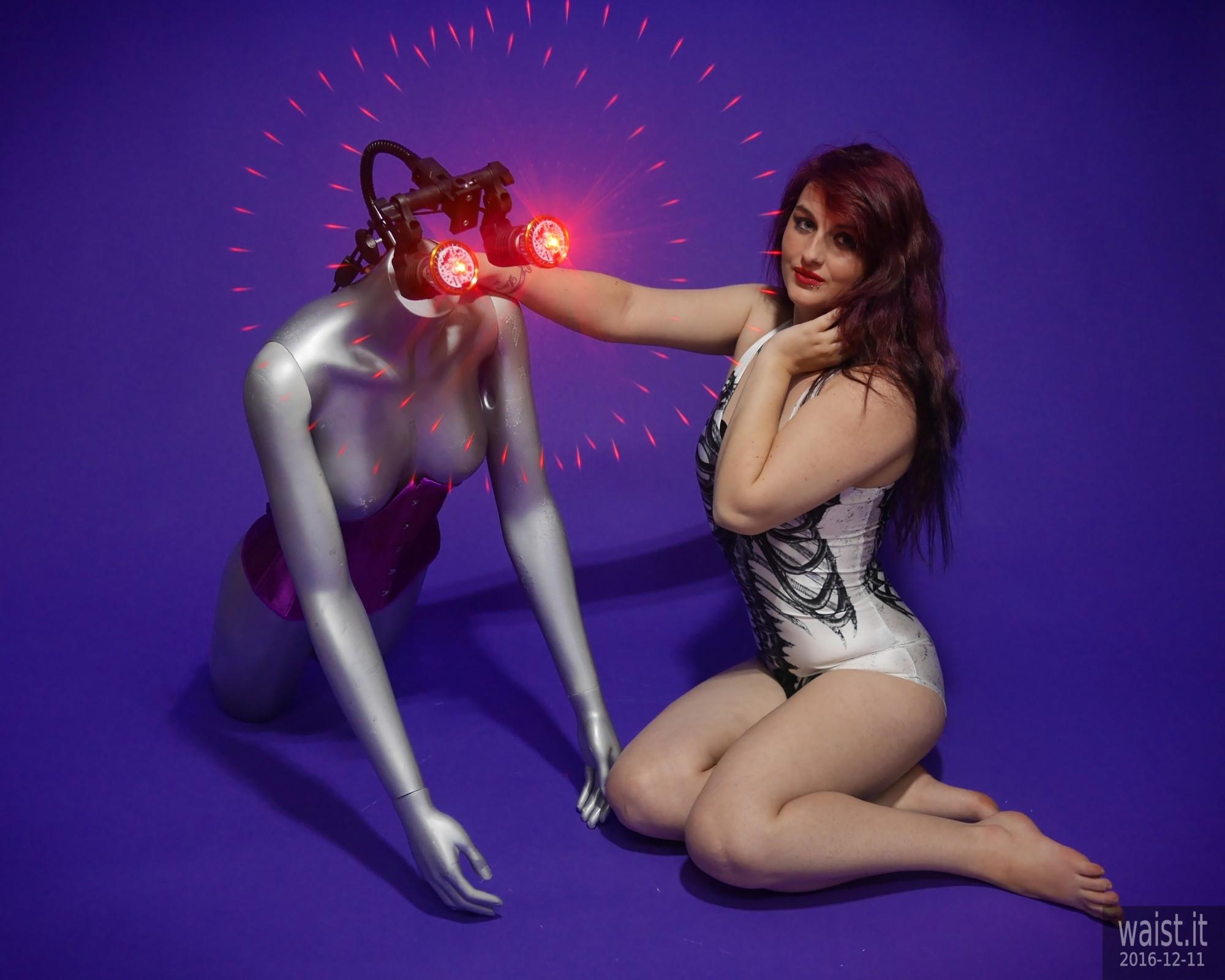 2019-12-11 Miss Danni Lou in R2D2 swimsuit, with LED-lit broken mannequin