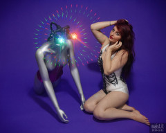 2019-12-11 Miss Danni Lou in R2D2 swimsuit, with LED-lit broken mannequin