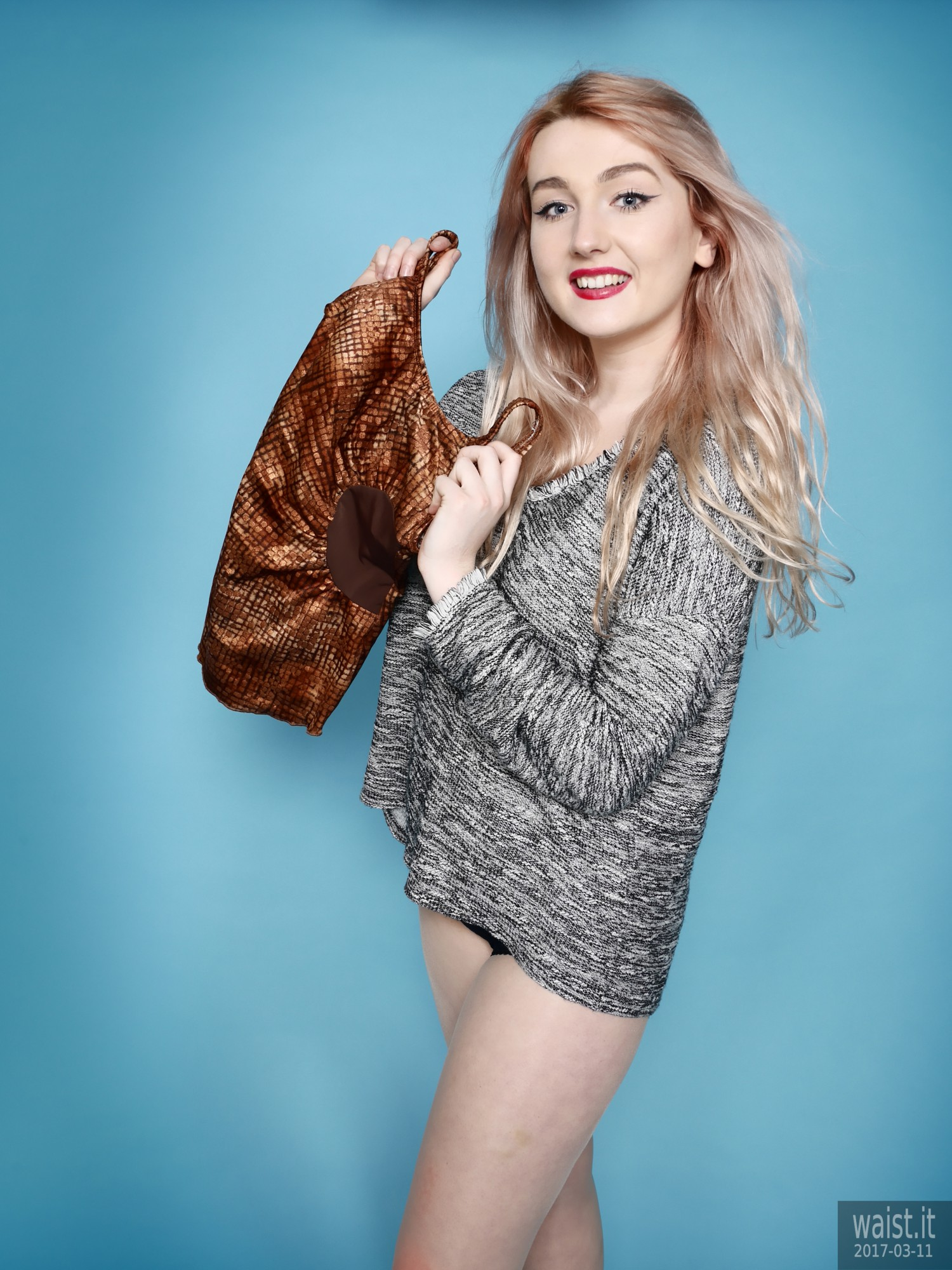 2017-03-11 LilyAmber sweater girl