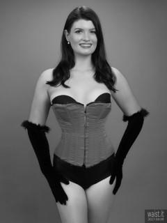 2017-04-09 Imogen red Vollers corset