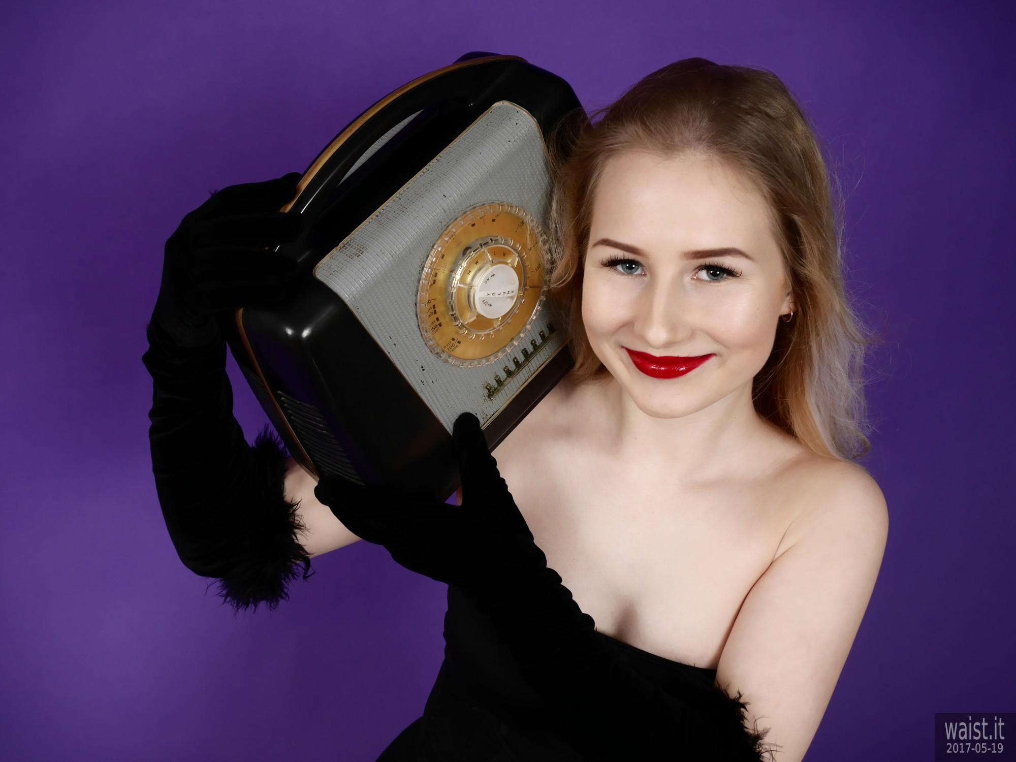 2017-05-19 Laura Sele in black sapewear with vintage Ferguson bakelite radio