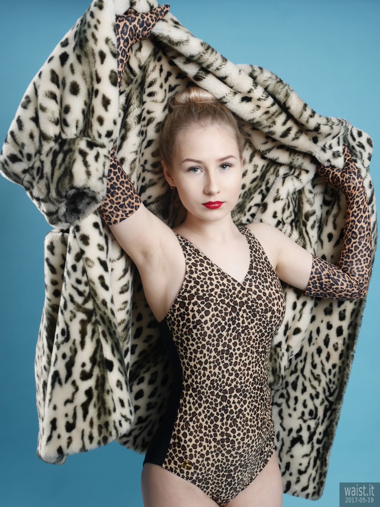 2017-05-19 Laura Sele in vintage style animal print tummy-control swimsuit and matching gloves