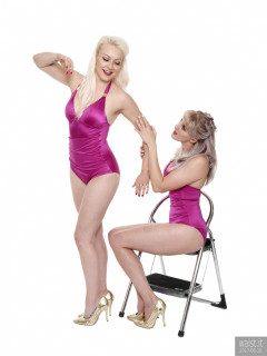 2017-06-10 Dayna Nirvana and Emma Lou doing figure-shaping exercises in purple vintage-style tummy control swimsuits