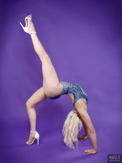 2017-06-10 Dayna Nirvana doing some gymnastics, in blue 1980's crocskin swimsuit by M&S