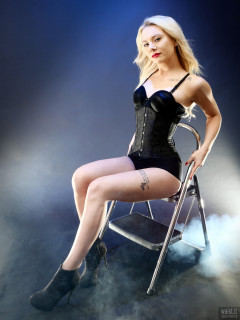 2017-08-15 Jade-Lauren in tightly laced black underbust corset, over black long-line bra and tight black Chinese pantie girdle, worn as hot-pants