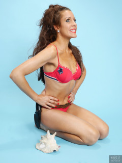 2017-08-19 Natty Badger red bikini doing Honey Ryder style shot